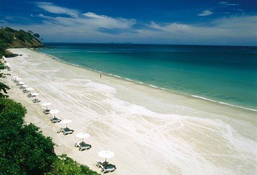 Tenangnyaaaaa :) [Source: http://www.warawiriwisata.com/destinasi/keindahan-alam-pulau-sikuai-surga-para-honeymooners/]